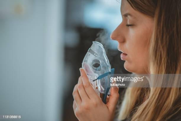 daily asthma care - amigdalite imagens e fotografias de stock