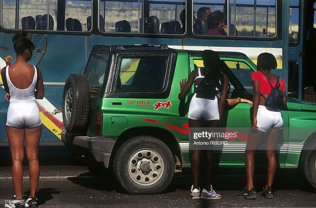 daily life in havana  cuba in december  1996  pictures