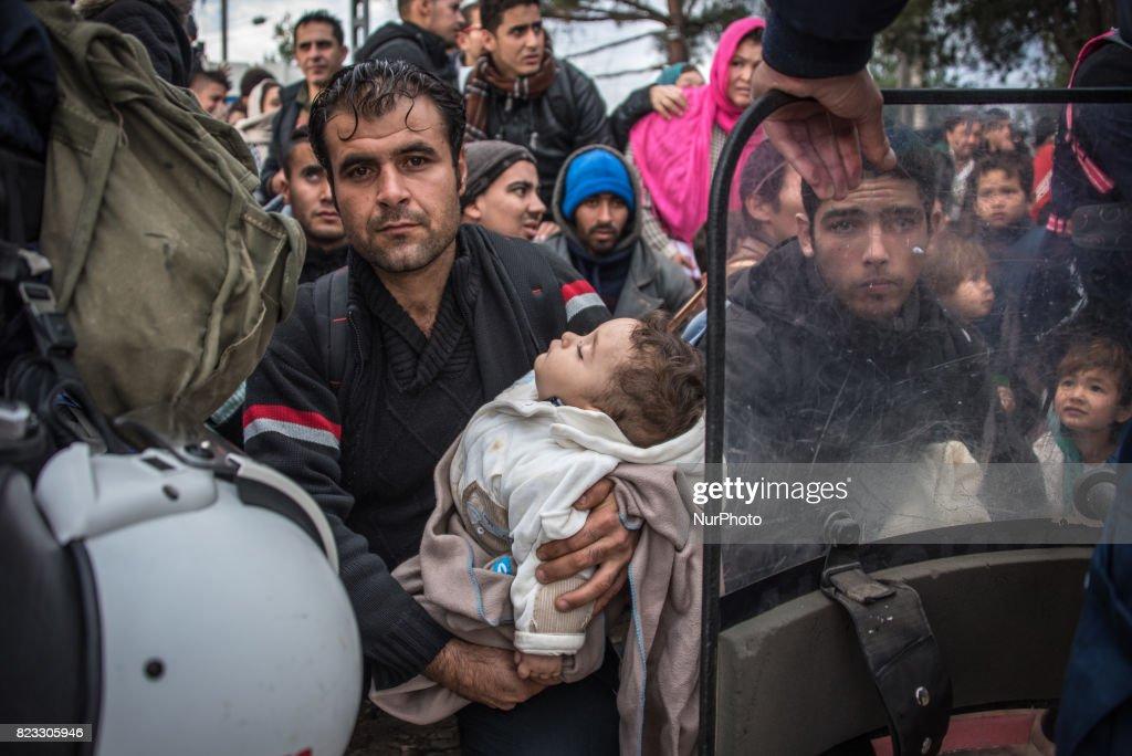 Migrants in Idomeni : News Photo