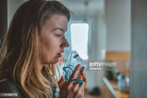 daily life of a person with asthma - amigdalite imagens e fotografias de stock