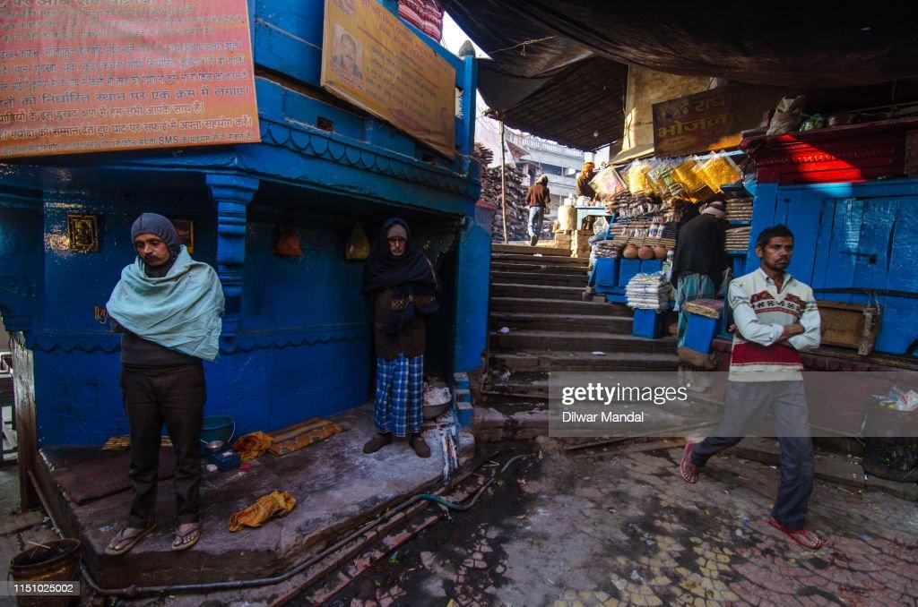 Daily Life Scene At Manikarnika Ghat, Varanasi : Stock Photo