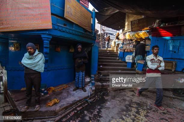 daily life scene at manikarnika ghat, varanasi - manikarnika ghat stock photos and pictures