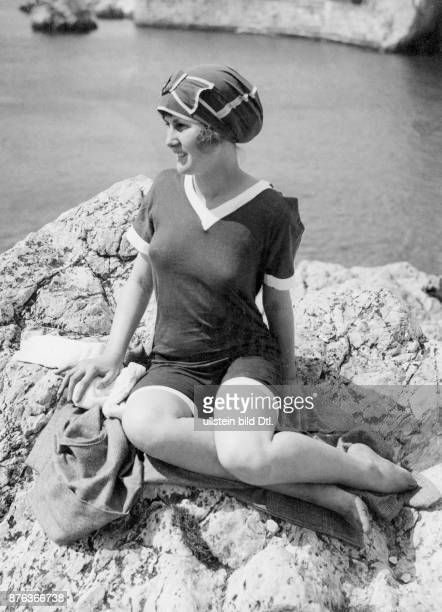Daily Mirror Sports Beauty Contest the first prize for English bathing beauties in London contest was awarded to Miss Barbara Kitty Doidge