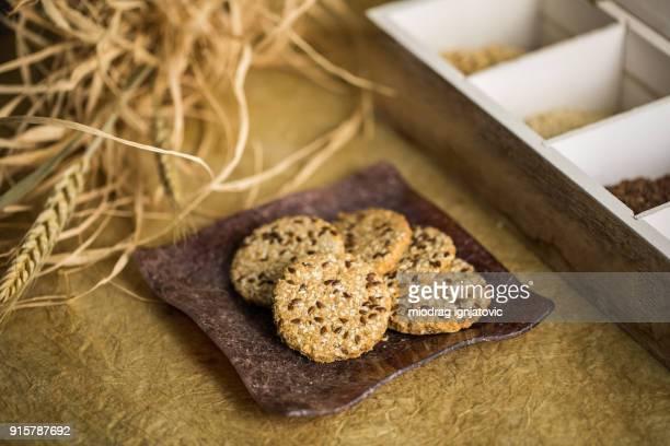 小さなパン屋で毎日提供 - シード ストックフォトと画像