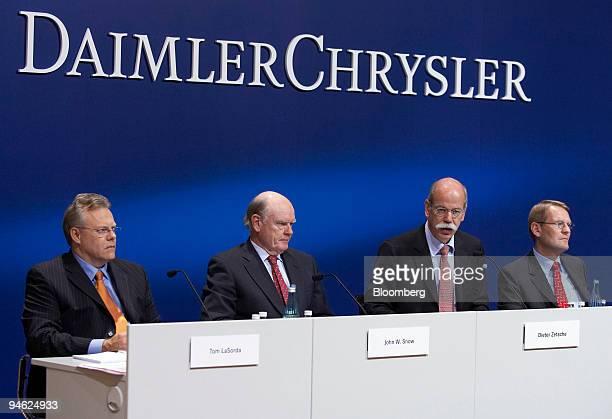 DaimlerChrysler Chief Executive Officer Dieter Zetsche, third from left, speaks as Chrysler Chief Executive Officer Tom LaSorda, Cerberus Capital...