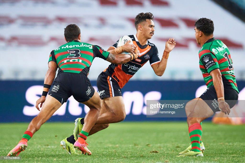 NRL Rd 6 - Rabbitohs v Wests Tigers : News Photo