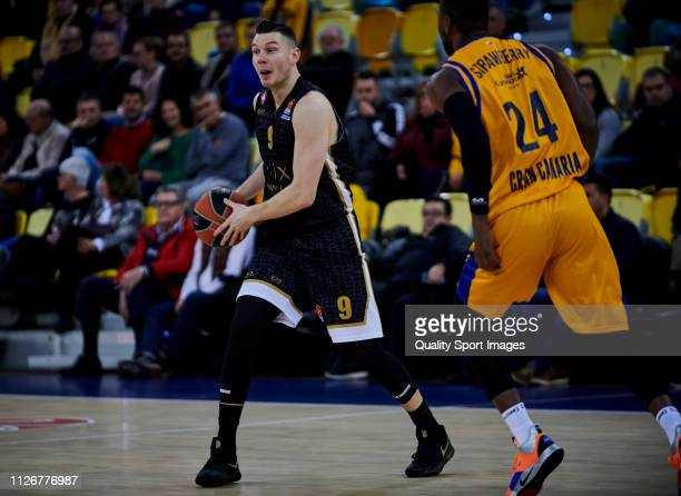 Dairis Bertans of AX Armani Exchange Olimpia Milan hands the ball during the Turkish Airlines EuroLeague match between Herbalife Gran Canaria and AX...