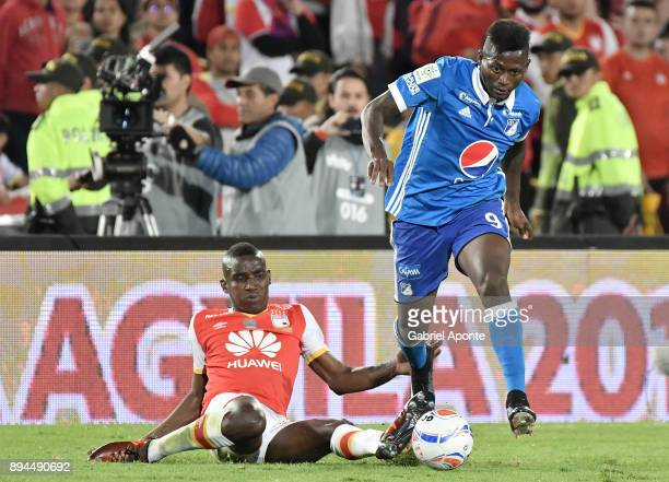 Dairon Mosquera of Santa Fe struggles for the ball with Duvier Riascos of Millonarios during the second leg match between Millonarios and Santa Fe as...