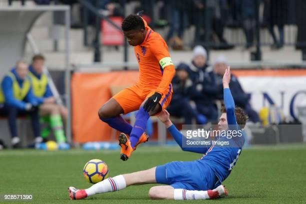 Daishawn Redan of Holland U17 Guomundur Axel Hilmarsson of Iceland U17 during the match between Holland U17 v Iceland U17 at the Sportpark De...