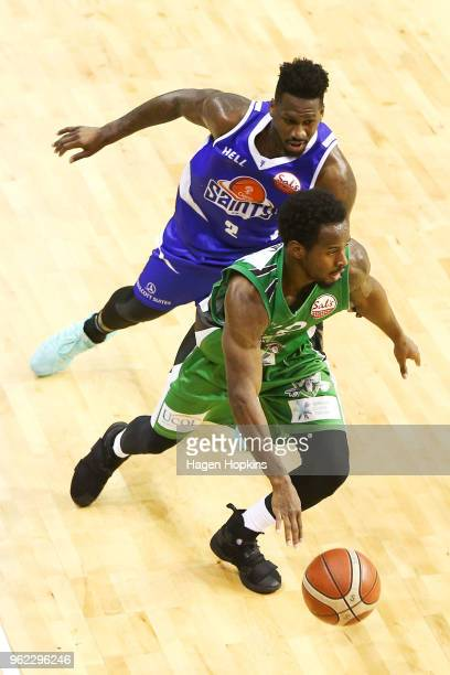 Daishon Knight of the Jets evades the defence of L J Peak of the Saints during the round five NBL match between the Wellington Saints and the...