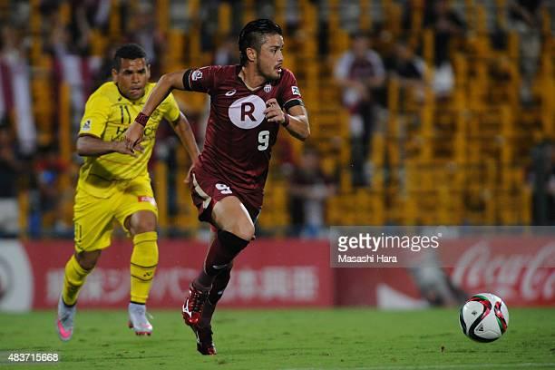 Daisuke Ishizu of Vissel Kobe in action during the JLeague match between Kashiwa Reysol and Vissel Kobe at Hitachi Kashiwa Soccer Stadium on August...