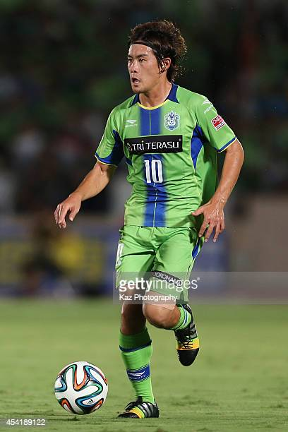 Daisuke Kikuchi of Shonan Bellmare in action during the J. League second division match between Shonan Bellmare and Jubilo Iwata on August 24, 2014...