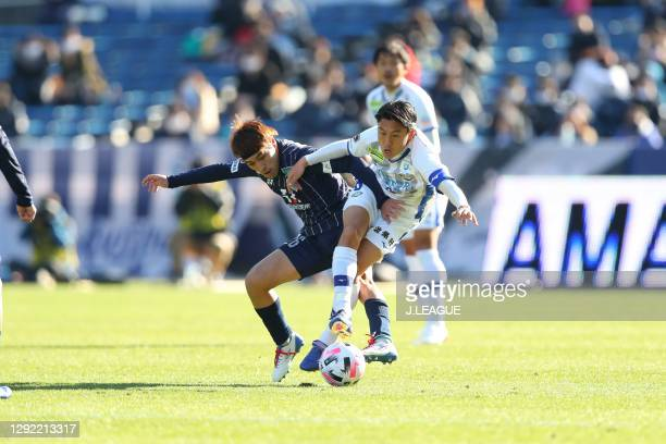 Daiya TONO of Avispa Fukuoka and Ken IWAO of Tokushima Vortis battle for the ball during the J.League Meiji Yasuda J2 match between Avispa Fukuoka...