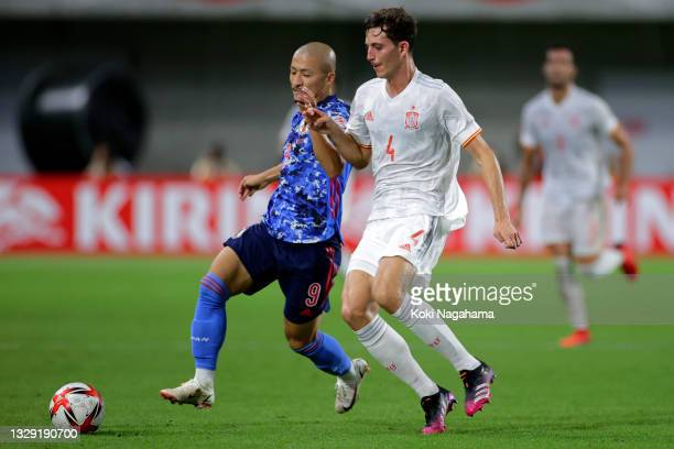 Daizen Maeda of Japan and Pau Torres of Spain compete for the ball during the U-24 international friendly match between Japan and Spain at the Noevir...