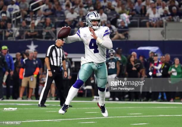 Dak Prescott of the Dallas Cowboys throws a touchdown pass to Blake Jarwin during the second quarter against the Philadelphia Eagles in the game at...
