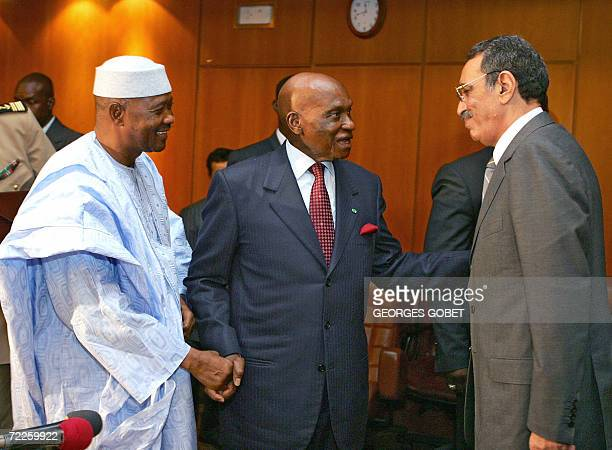 Senegal's President Abdoulaye Wade talks to his Malian counterpart Amadou Toumani Toure and Mauritania's Head of state Mohmaed Ely Ould Vall 25...
