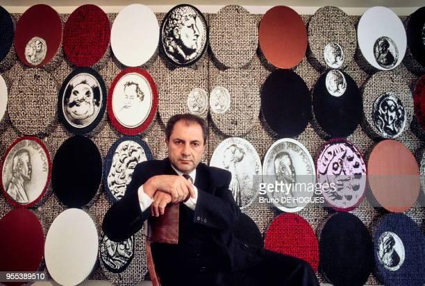 Dakis Joannou dans sa villamusée d'art moderne en 1989 à Athènes Grèce Promoteur immobilier collectionneur d'art contemporain et créateur de la...