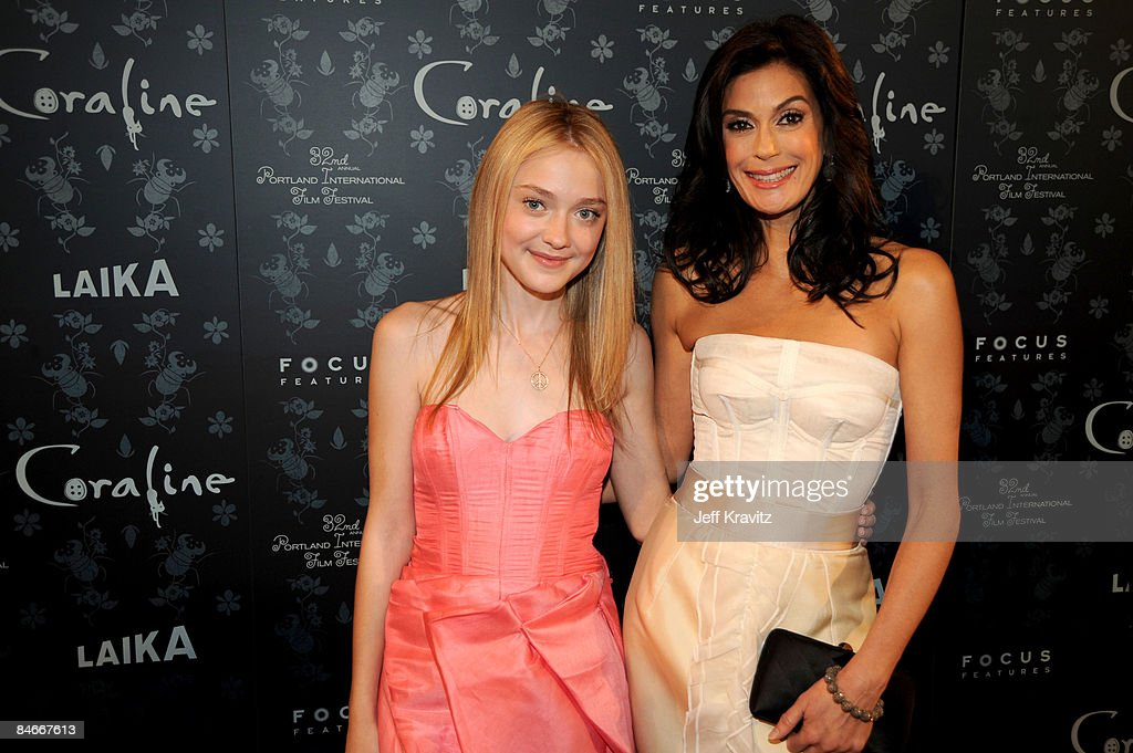 Dakota Fanning And Teri Hatcher At The Premiere Of Coraline News Photo Getty Images