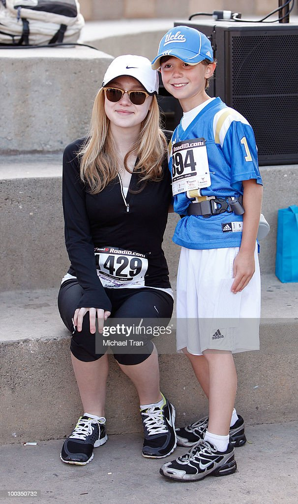 Dakota Fanning poses with fans at the 11th Annual 5K Mattel Children's Hospital UCLA Benefit held at UCLA Campus on May 23, 2010 in Westwood, California.