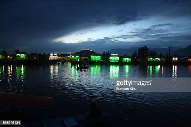 dal lake, kashmir - burhaan kinu stock pictures, royalty-free photos & images
