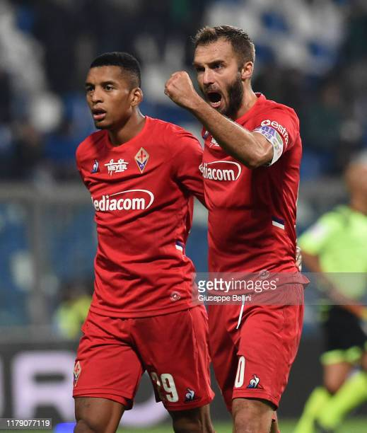 Dalbert and German Pezzella of ACF Fiorentina celebrate the victory after the Serie A match between US Sassuolo and ACF Fiorentina at Mapei Stadium...