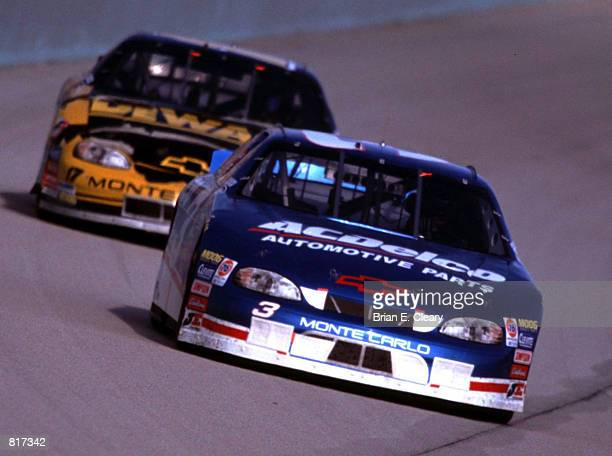 Dale Earnhardt Jr Leads Matt Kenseth In The NASCAR Busch Series Season Finale At Homestead Florida