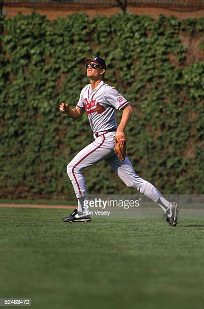 Dale Murphy of the Atlanta Braves runs in the outfield to make a catch during a game against the Chicago Cubs in 1986 at Wrigley Field in Chicago...