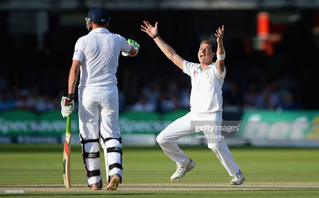 England v South Africa: 3rd Investec Test - Day Two : News Photo