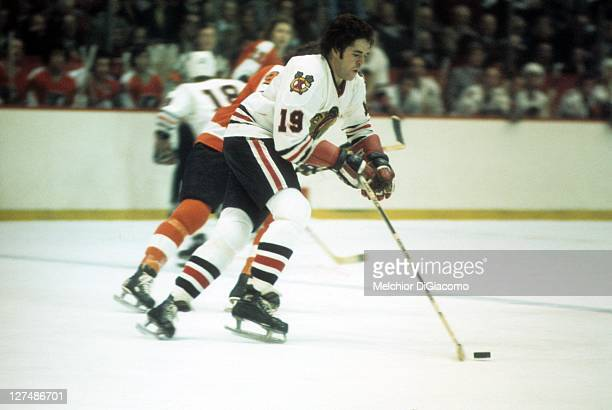 Dale Tallon of the Chicago Blackhawks skates with the puck during an NHL game against the Philadelphia Flyers circa 1974 at the Chicago Stadium in...