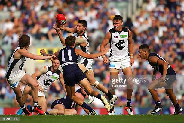 Dale Thomas of the Blues handballs during the round five AFL match between the Fremantle Dockers and the Carlton Blues at Domain Stadium on April 24...