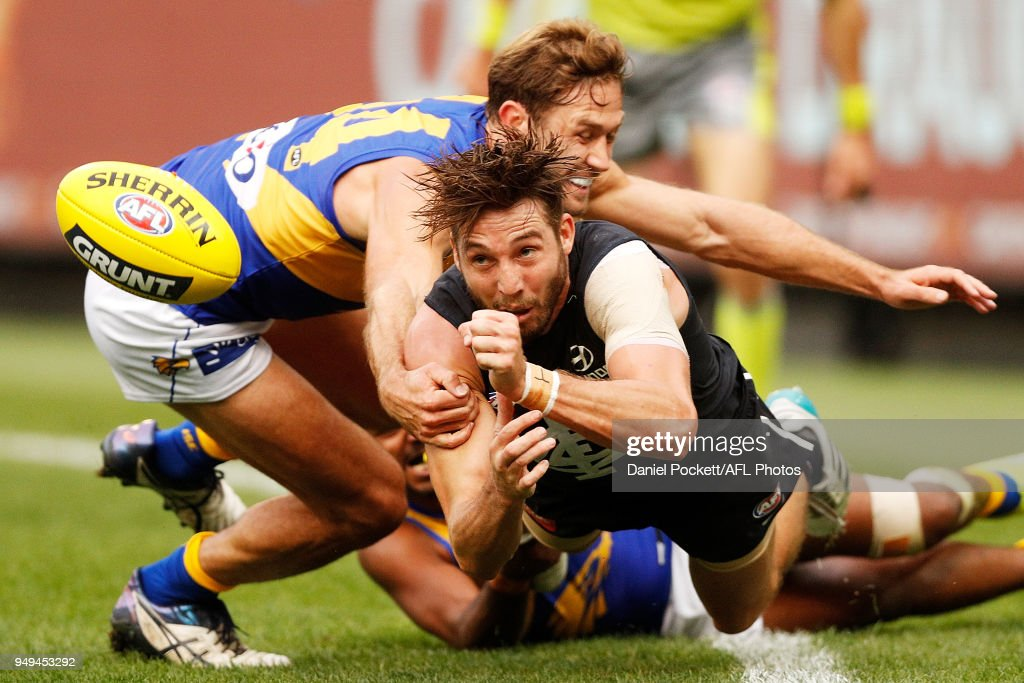 Dale Thomas of the Blues handpasses the ball during the round five AFL match between the Carlton Blues and the West Coast Eagles at Melbourne Cricket Ground on April 21, 2018 in Melbourne, Australia.