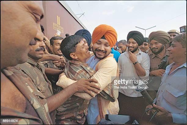 Daler Mehndi Punjabi popsinger with Soldiers after the Kargil war
