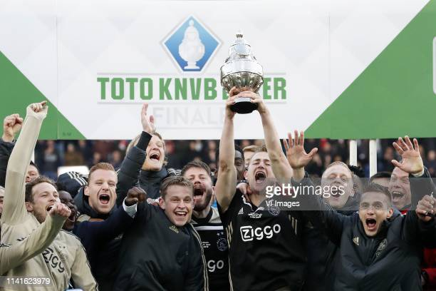 Daley Blind of Ajax Dani de Wit of Ajax Kasper Dolberg of Ajax Frenkie de Jong of Ajax Lasse Schone of Ajax Matthijs de Ligt of Ajax aj Dusan Tadic...