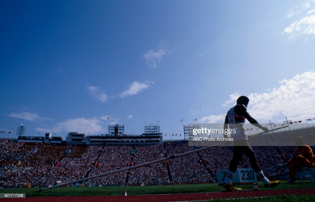 Men's Decathlon Pole Vault Competition At The 1984 Summer Olympics : News Photo