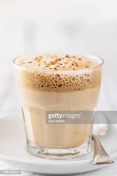dalgona coffee - cris cantón photography fotografías e imágenes de stock