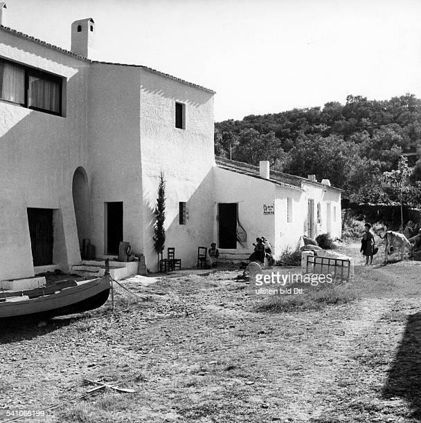 Dali Salvadore Painter Spain* he home of Salvador Dali in Port Lligat near Cadaques Catalonia Spain exterior view 1956 Photographer Gerhard...