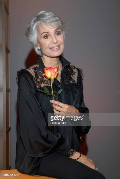 Daliah Lavi Daliah Lavi * Schauspielerin Sängerin Israel/USA Porträt in der Aktuellen Schaubude aus Hamburg