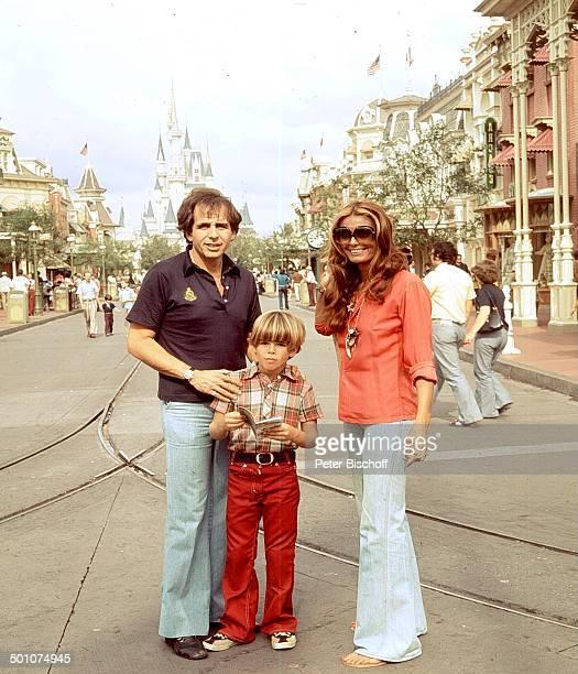 Daliah Lavi ExEhemann Peter Rittmaster Sohn Rouven ParkBesucher Kinderparadies Walt Disney World Resort Orlando Florida United States of America...