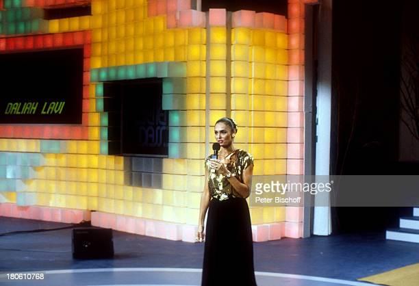 Daliah Lavi Gans Auftritt ZDFShow Wetten dass Böblingen Bühne Gesang singen