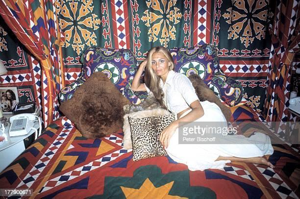 Daliah Lavi Homestory Schlafzimmer Miami Florida USA Nordamerika Kissen Bett Entspannung relaxen Telefon ausruhen Sängerin ExSchauspielerin ExModel...