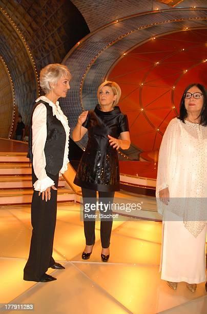 Daliah Lavi Moderatorin Carmen Nebel Nana Mouskouri ZDFShow Willkommen bei Carmen Nebel Westfalenhalle Dortmund NordrheinWestfalen Deutschland Europa...