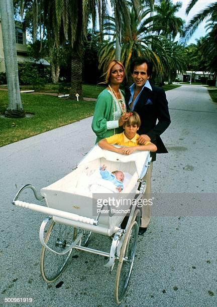 Daliah LaviGans Ehemann Peter Rittmaster Sohn Rouven Sohn Alexander Homestory Sunset Island/Miami Beach/Florida/USA/Amerika/USA Promi Foto PBischoff...