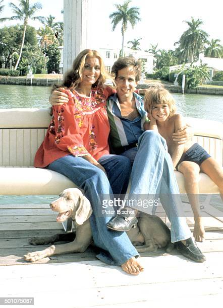Daliah LaviGans ExEhemann Peter Rittmaster Sohn Rouven Sunset Island Miami Beach Florida United States of America NordAmerika BabyBauch Hund Tier...