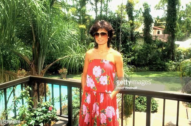 Daliah LaviGans Homestory Garten Miami Florida USA Nordamerika SwimmingPool Schwimmbecken Wasser Sonnenbrille Balkon Palme Sängerin ExSchauspielerin...