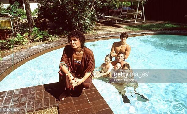 Sohn Steven Tochter Cathy Sohn Alexander Ehemann Chuck Gans Sohn Rouven Homestory Garten Miami Florida USA Nordamerika SwimmingPool Schwimmbecken...