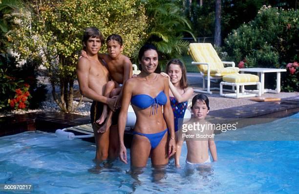 Daliah LaviGans mit ihren Kindern Rouven Steven Kathy Alexander Miami/USA ca Pool CW Foto Peter Bischoff/D