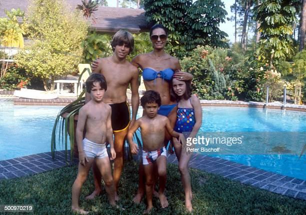 Daliah LaviGans mit ihren Kindern Steven Rouven Alexander Kathy Homestory Miami/Florida/USA Nordamerika ca Pool Schwimmbecken Familie CW Foto Peter...
