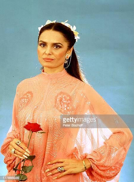 12 Oktober 1942 Sternzeichen Waage Miami Florida USA NordAmerika orientalisches Kleid Rose Blume Sängerin Schauspielerin MW/SI