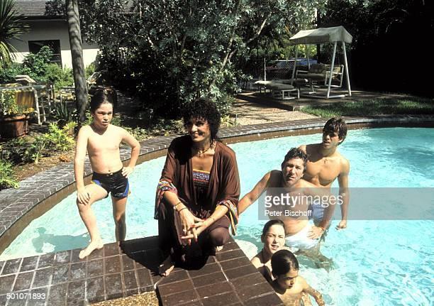 Daliah LaviGans Sohn Steven Sohn Alexander Tochter Cathy Ehemann Chuck Gans Sohn Rouven Homestory Garten Miami Florida USA Nordamerika SwimmingPool...