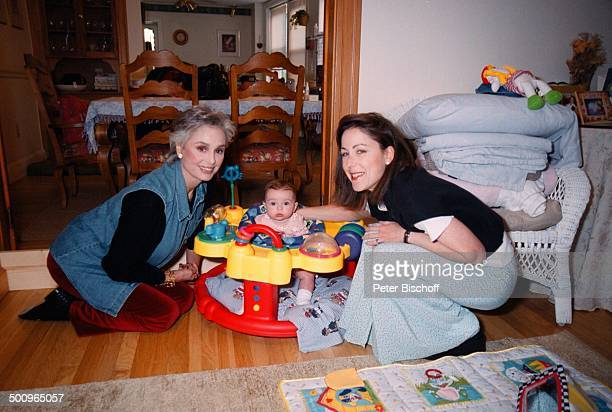 Daliah LaviGans Tochter Kathy Rothman Enkeltochter Sophie Homestory Brookline USA/Amerika Promi Foto PBischoff Photo by Peter Bischoff/Getty Images